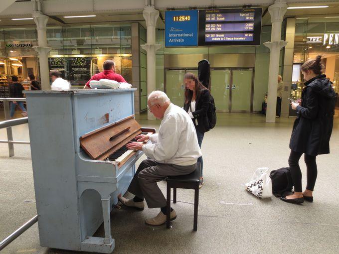 観ても聴いても楽しい!駅の中に溢れるアート