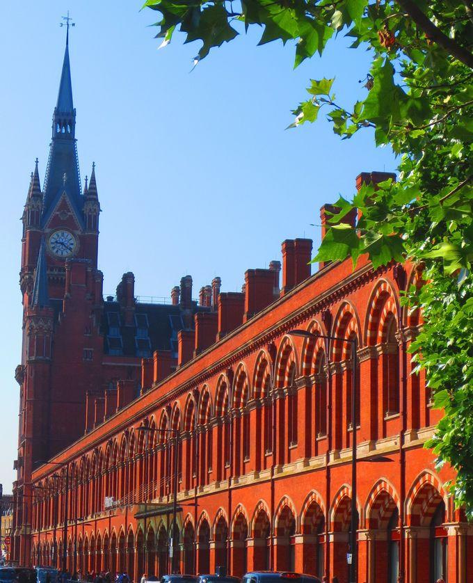 ヴィクトリア時代の最高技術を施した、ゴシック建築