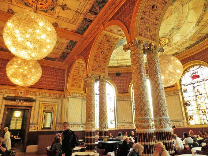 午後は、カフェも楽しめる「ヴィクトリア&アルバート博物館」へ