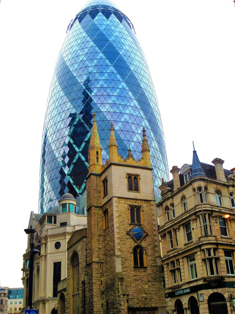 キュウリにチーズ削り器?ロンドン発、奇妙な名前の秀逸ビル群
