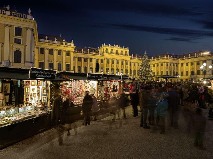 ハプスブルグ家の離宮「シェーンブルン宮殿」とクリスマスマーケット