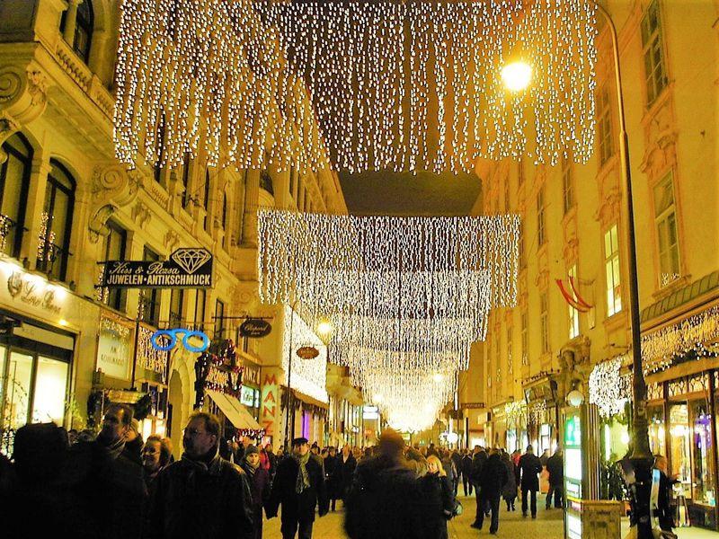 煌めくウィーンのクリスマス!イルミネーションが素敵な観光スポット5選
