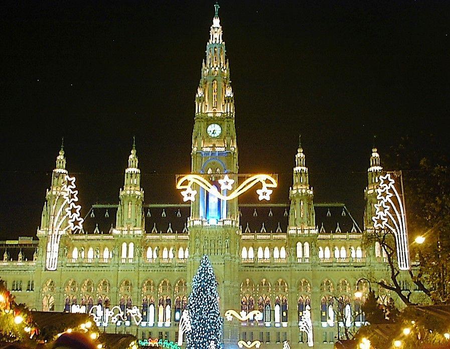 ウィーンのクリスマスマーケットのハイライト「ウィーン市庁舎」