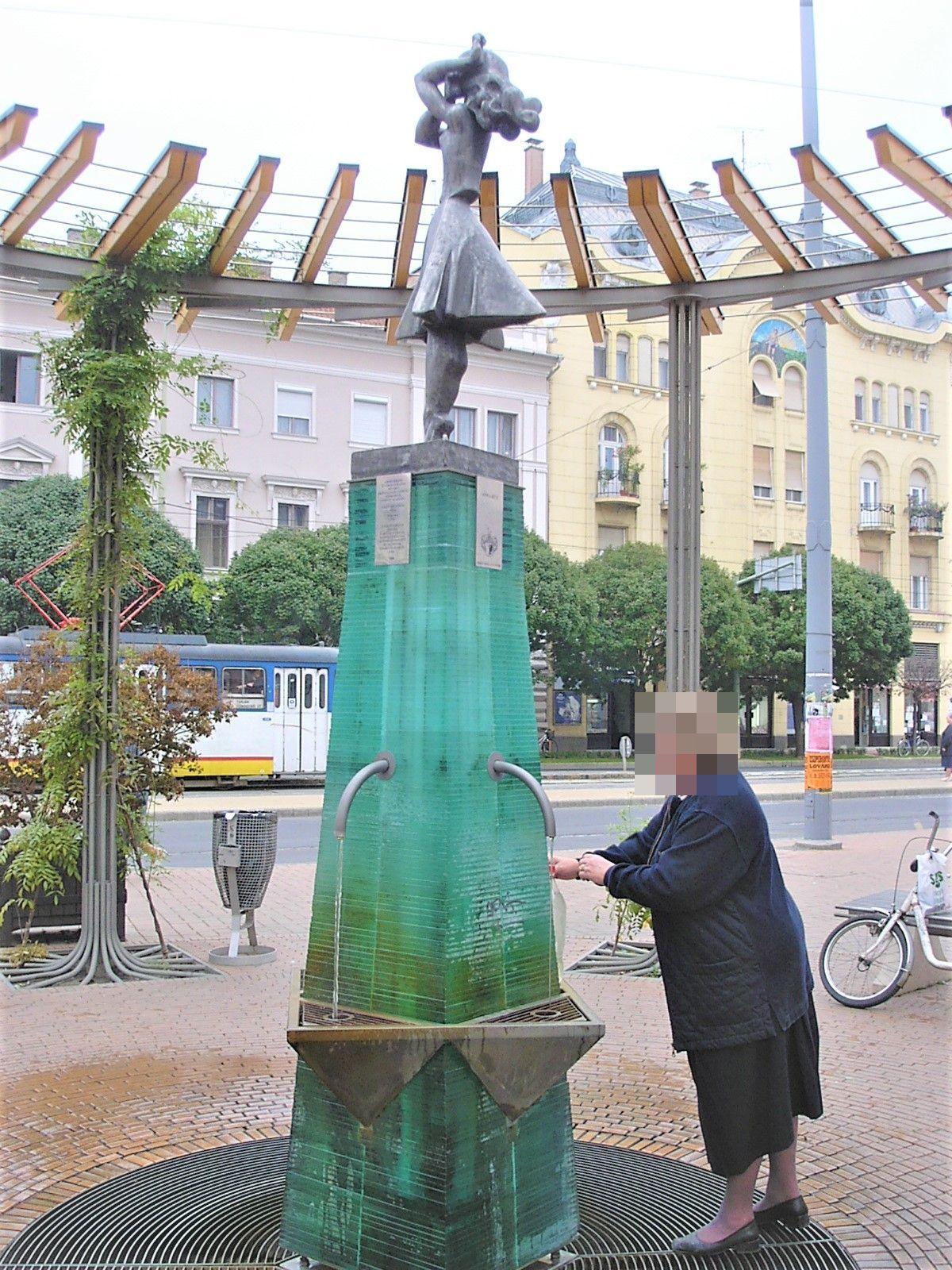街角にある飲泉水「アンナの泉」、お好きなだけどうぞ!