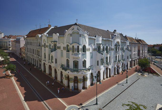 アールヌーボー建築の傑作「レオク・パレス」