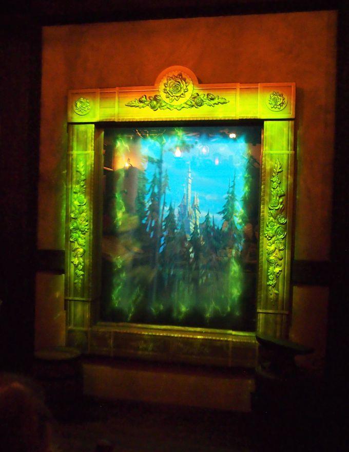 ベルとビーストのストーリーをゲストが演じる「エンチャンテッド・テールズ・ウィズ・ベル」