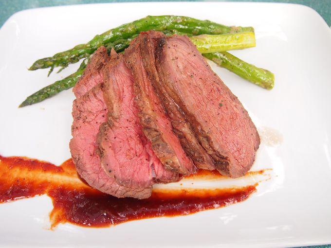 「アリエルズ・グロット」は料理の美味しさでも大人気!