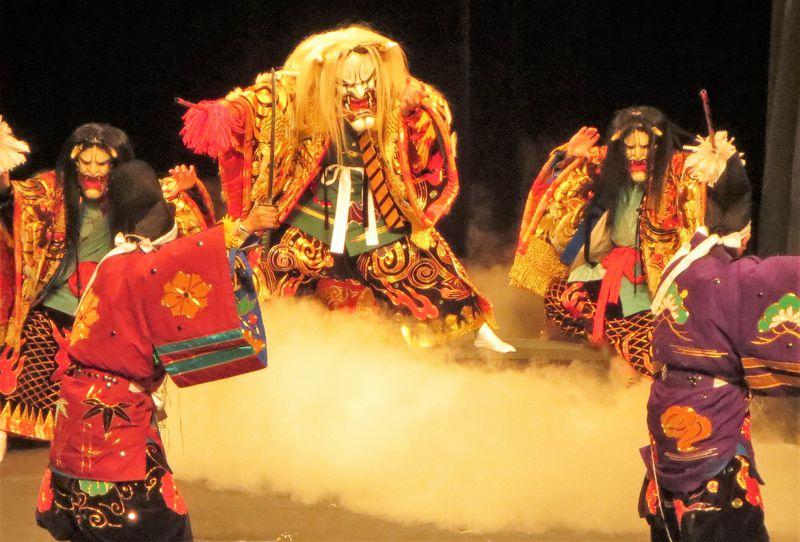 最後はみんなで大蛇に巻かれる!伝統芸能「広島神楽」を広島県民文化センターで堪能