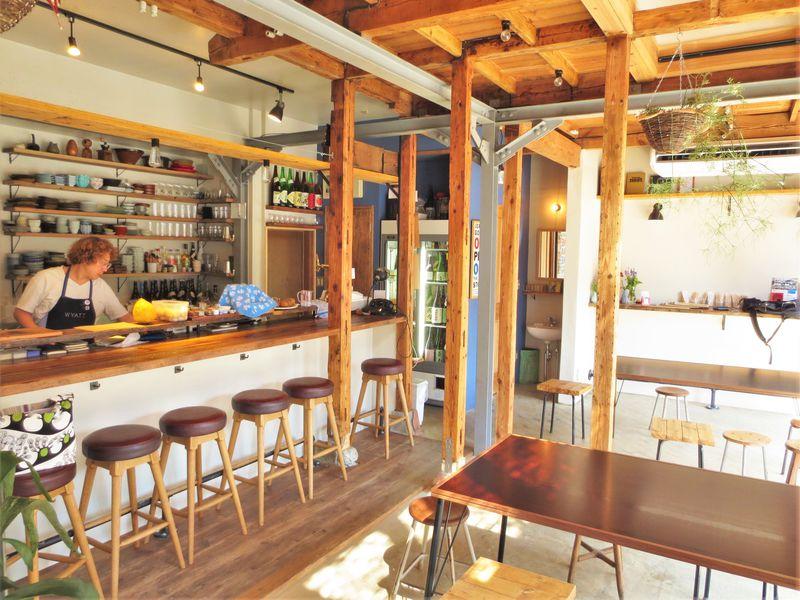 長屋の青果店がオシャレ飲み屋に変身「すずのや おやさいとくだものとお酒と」