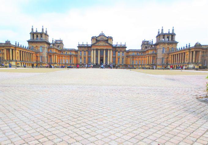 数々の映画に登場する宮殿が演出する、最高のクリスマス