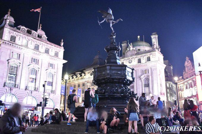 観光客の熱気溢れる人気スポットも夜がお勧め