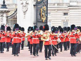 後悔しないロンドン観光「バッキンガム宮殿衛兵交替式」はココから観よう