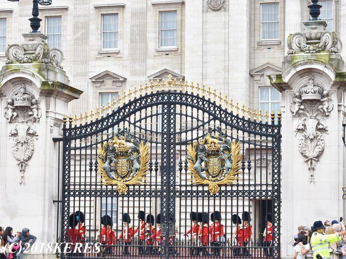 一番カッコいい宮殿正面ゲートからの出発シーン!