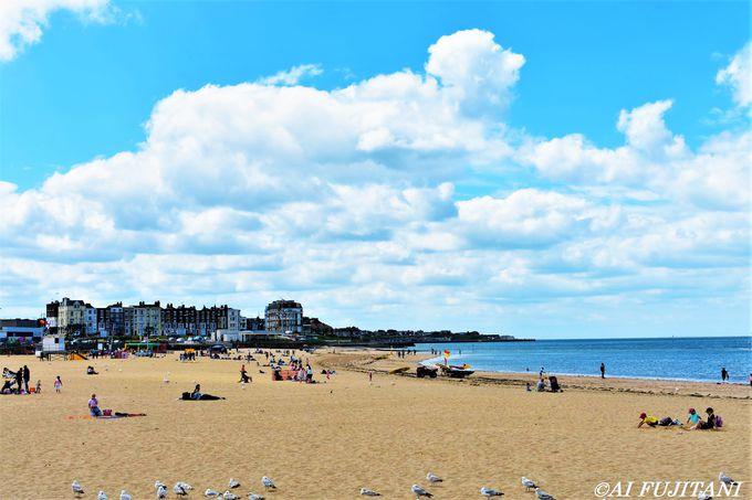 アートとビーチが共存する「マーゲイト」