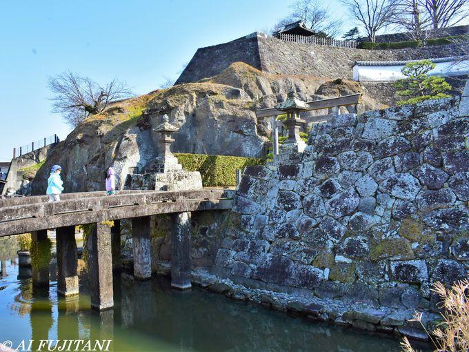石垣に隠された謎の刻印?「臼杵城跡」