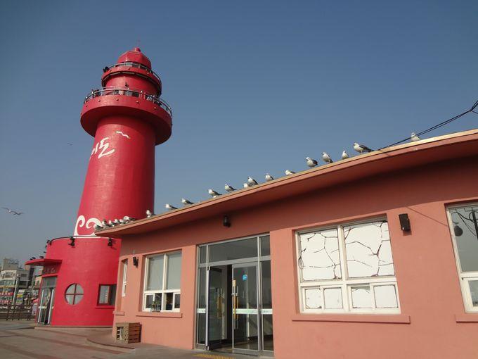 烏耳島のシンボルの赤い灯台