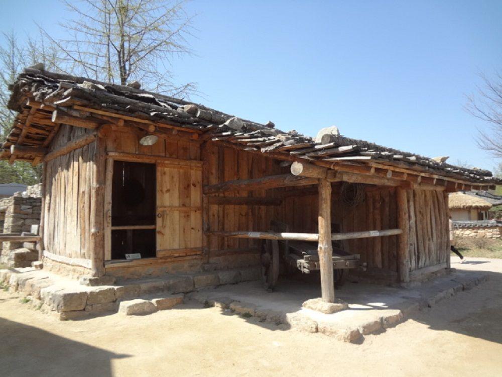 朝鮮王朝時代の民家はどことなく日本に似た雰囲気。