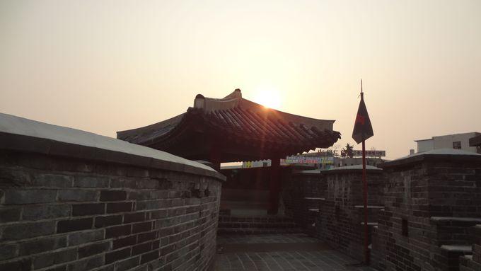 石垣の上から沈む夕陽を!
