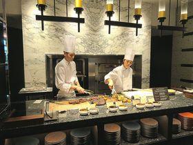 滝とグリル!ホテル雅叙園東京「カナデテラス」で優雅なランチブッフェ