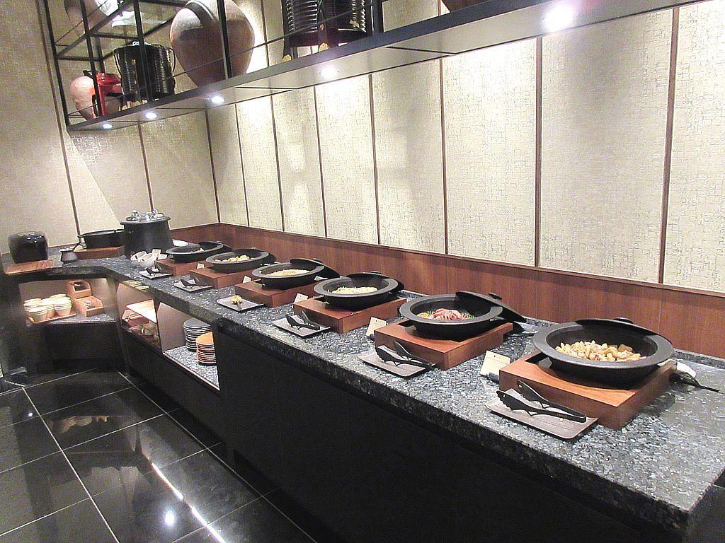 迫力あるグリル料理と上質なスイーツ