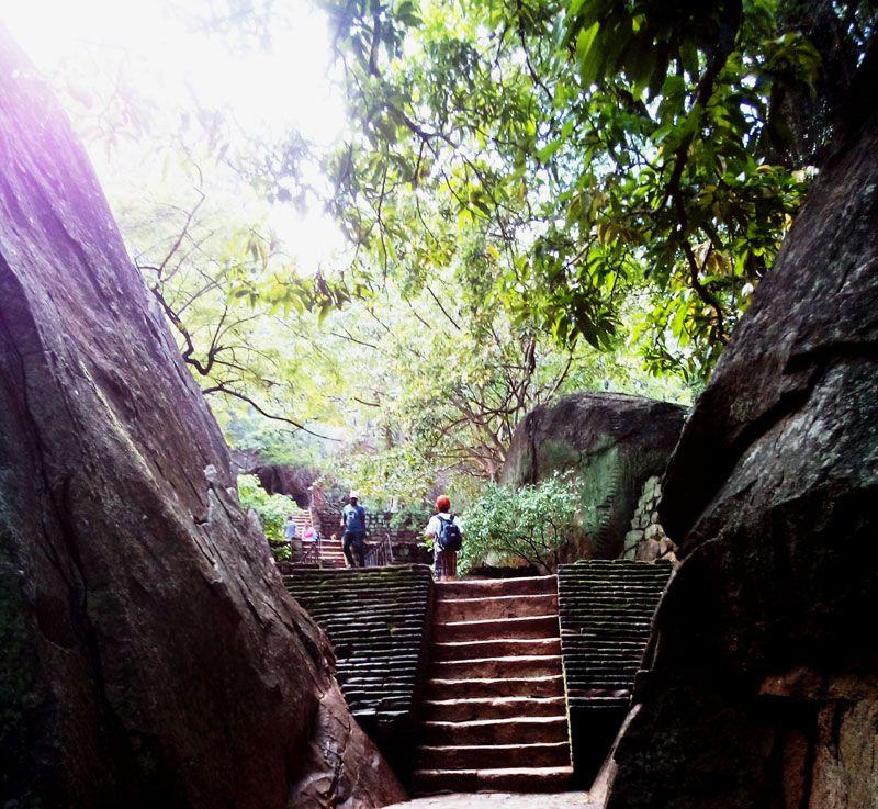 第一の階段「岩の階段」