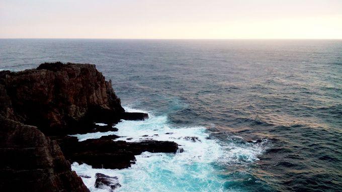 断崖絶壁に打ちつける荒波の迫力に圧倒!名勝『三段壁』