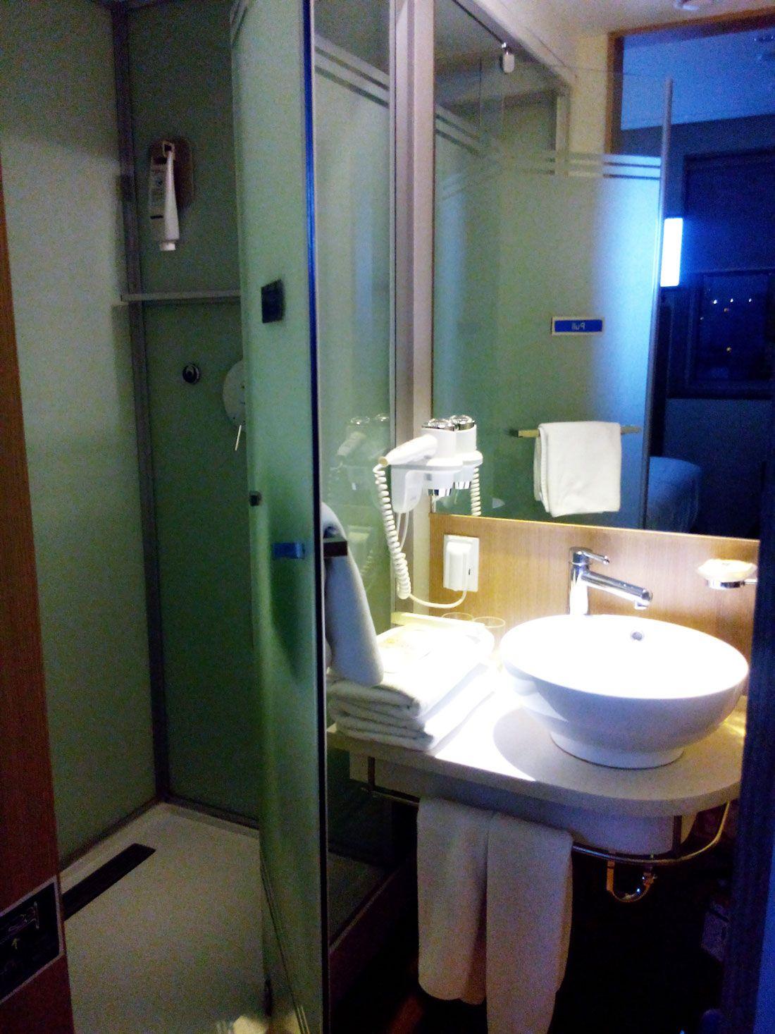 シャワーと洗面台が別々なところも魅力!