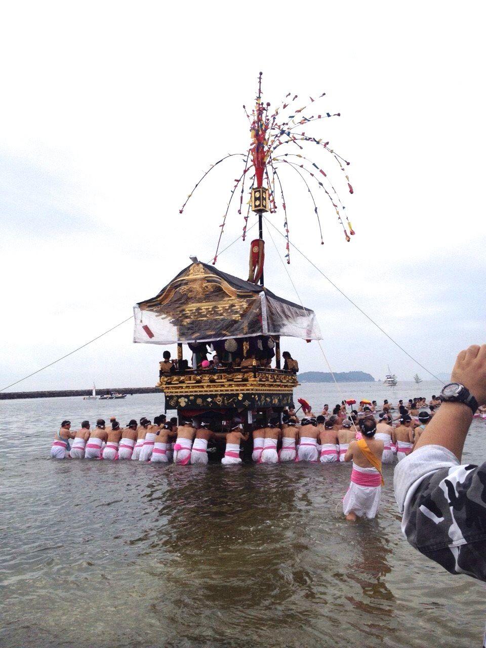 海の中を山車が進む! 愛知、蒲郡の奇祭「三谷祭り」