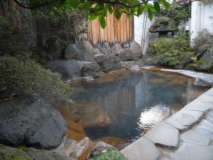 美肌の湯を満たす露天風呂「啼子の湯」