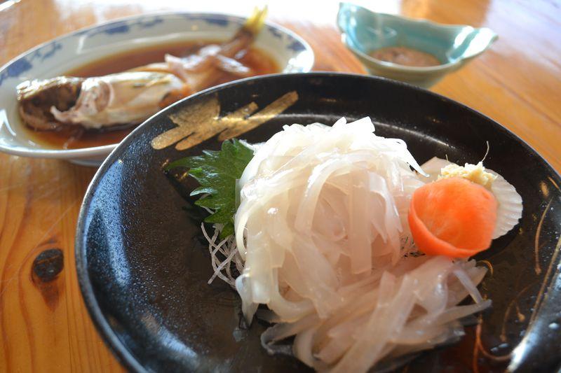 朝獲れイカを朝食で!函館「湯元漁火館」は市場で競り落とす魚介が超新鮮