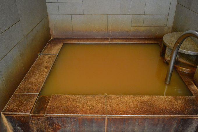 九州トップクラスの成分の濃さを誇る赤い温泉