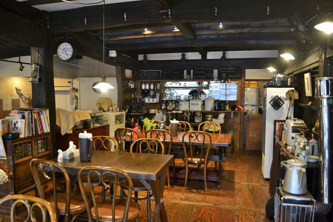 モダンに改装されたカフェスペース