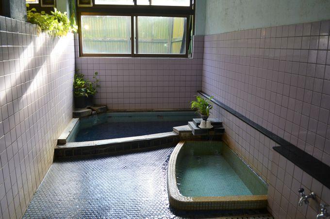 まずは加温浴槽で身体を温める
