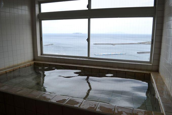 屋上の展望風呂からは海の絶景