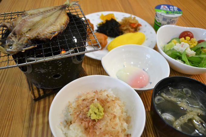 自分で炙る干物付きの朝食バイキングは500円!