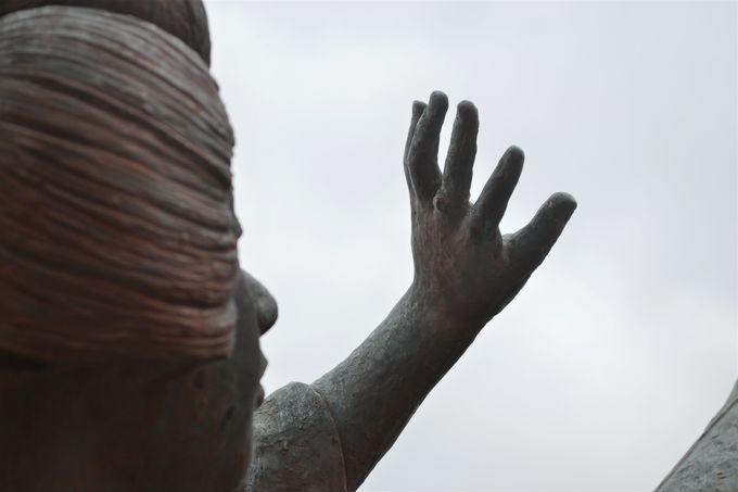 「貫一お宮の像」のお宮の指に光る指輪の正体は?