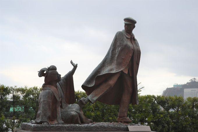 4.貫一お宮の像