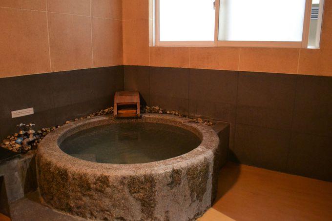 男女別露天風呂と5つの家族風呂で温泉三昧
