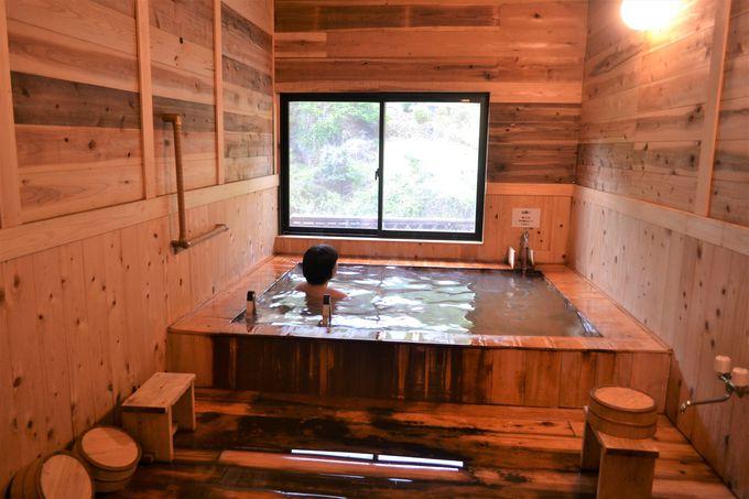 木の香あふれる浴室で楽しむ黄金の湯