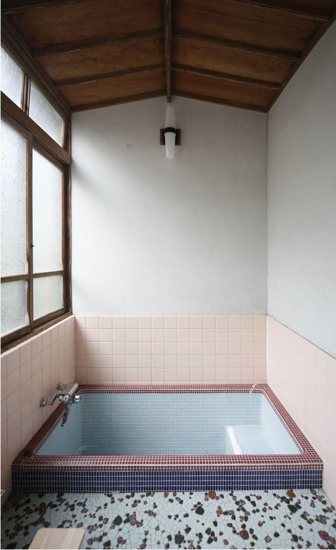 レトロな浴室を活かしたシャワールームも素敵
