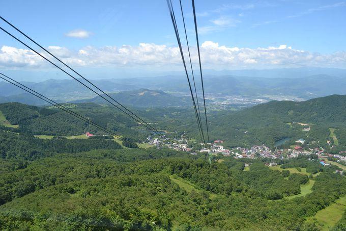 約7分間の空中散歩で絶景の山上高原へ