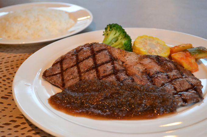 夕食は甲州の食材やワインが楽しめる併設のレストランへ
