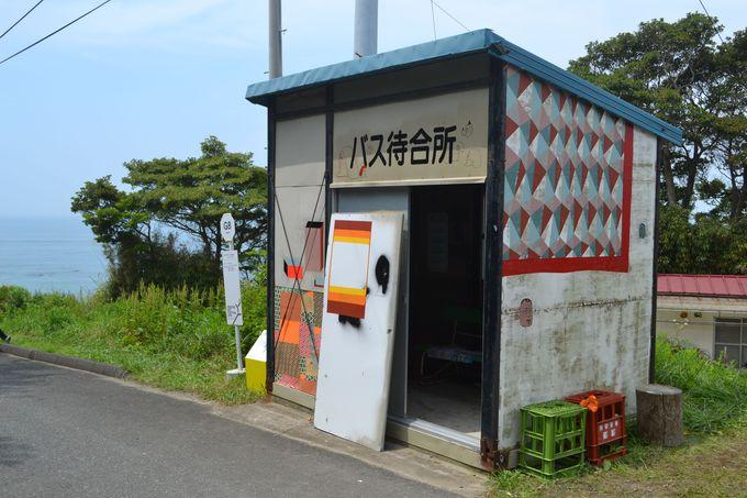網地島のアートめぐりは網地地区の熊野神社から