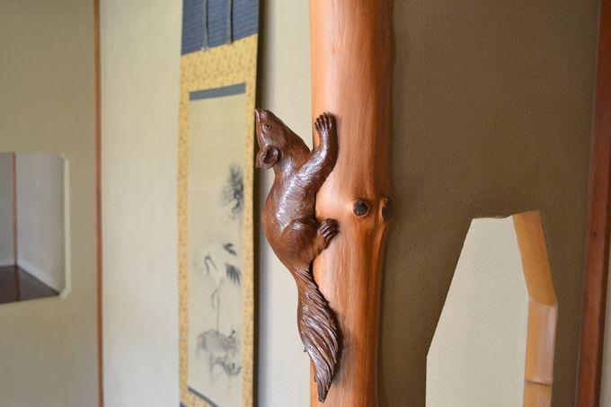 上皇さまが食事をされた「雲井之間」は柱の彫刻に注目!