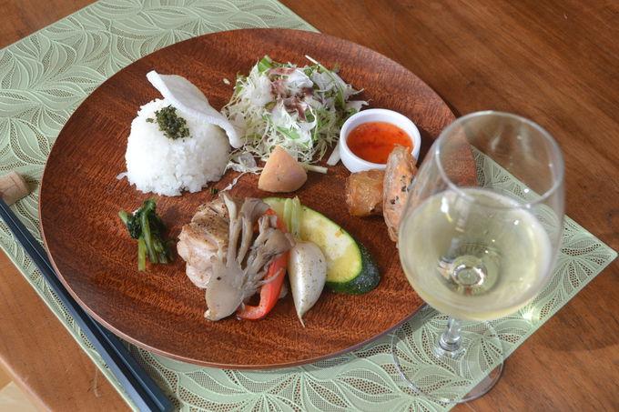 自家醸造のワインとともに味わうベトナム料理ランチ