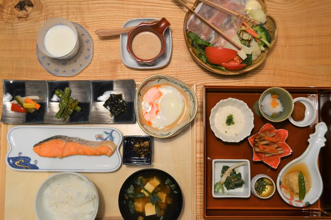 新鮮野菜や地元・那須塩原の牛乳も。心のこもった朝ごはん
