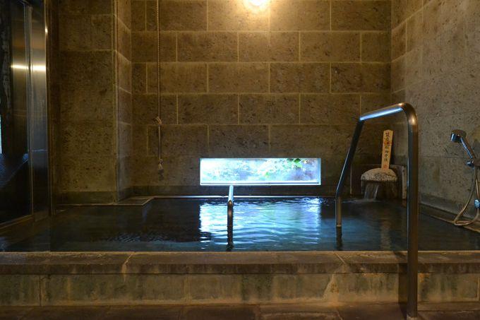 伝統の「綱の湯」も体験できる!癒し効果満点の大浴場