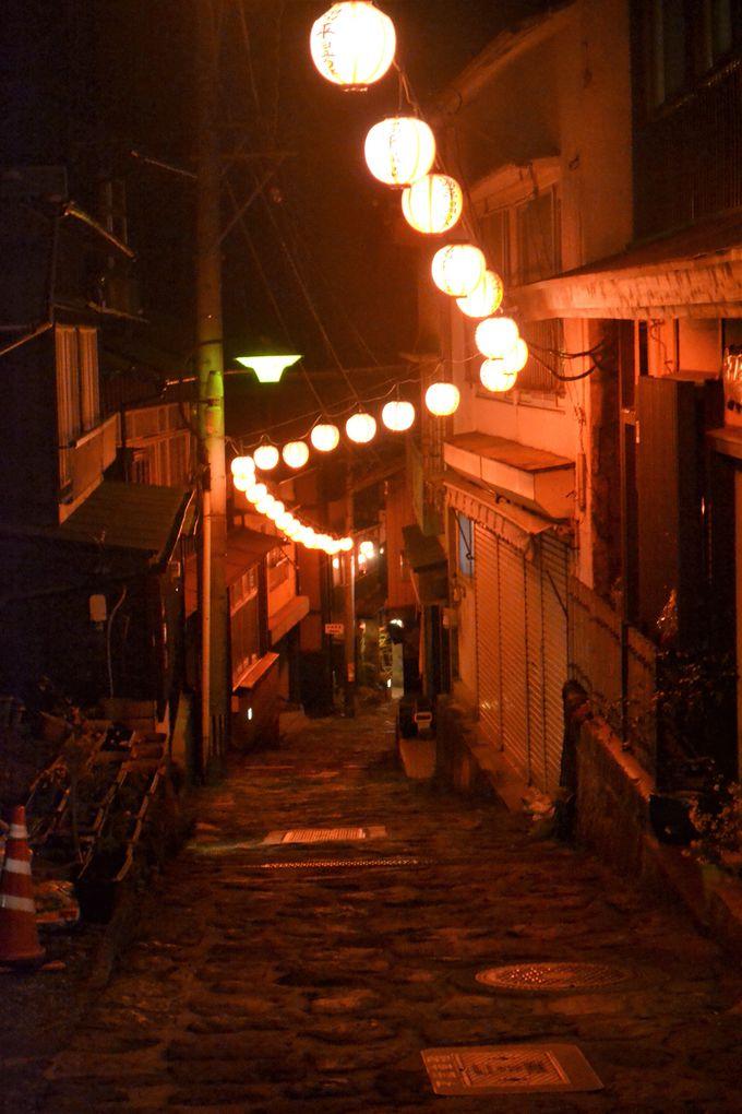 千と千尋の世界へ。宿泊してこそ楽しめる夜の温泉街さんぽ