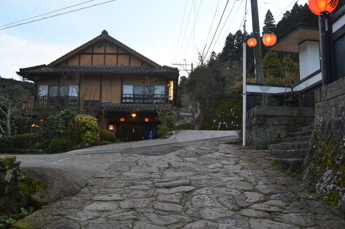 石畳の温泉街にある全7室の静かな小宿
