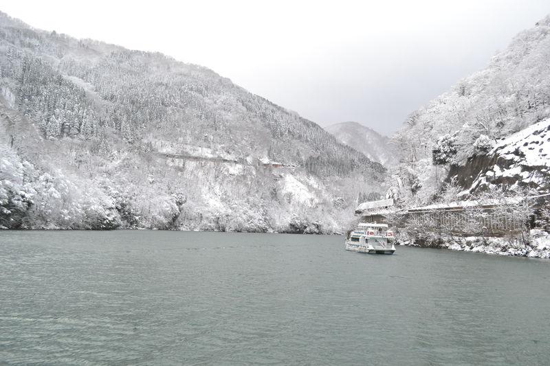 船で行く秘湯・大牧温泉の冬が美しい!庄川峡の絶景クルーズも